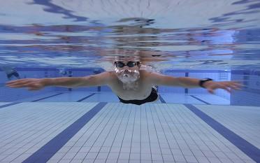 Erwachsenen-Anfängerschwimmkurs